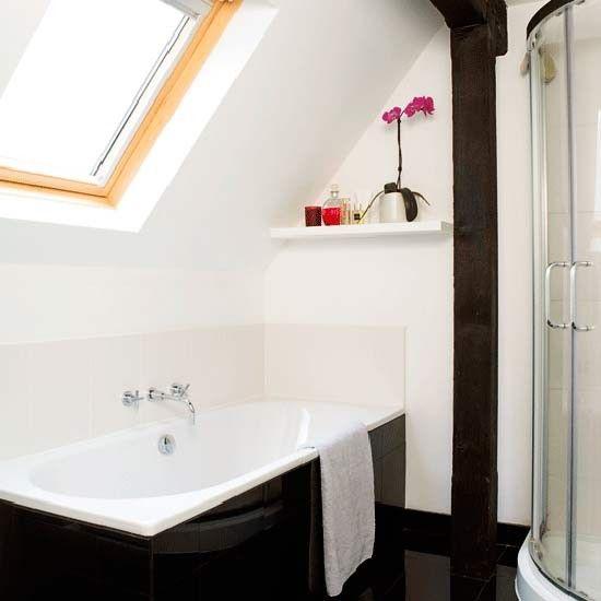 Bedwelming Kleine badkamer met schuin dak - Kleine badkamers.nl @TE91
