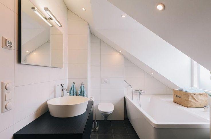 Voorbeelden badkamer onder schuin dak