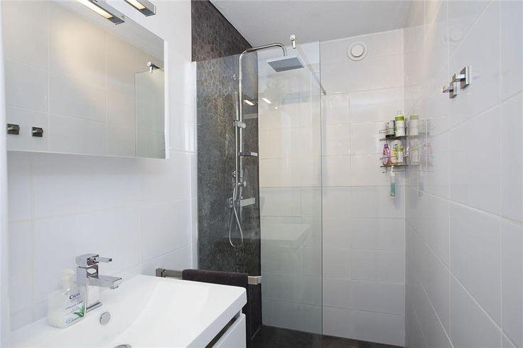 Kleine badkamer met inloopdouche - Kleine badkamers.nl