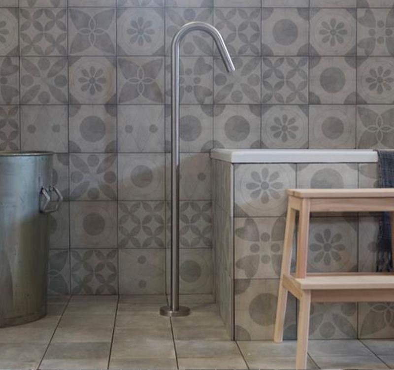 Kleine badkamer met vtwonen tegels kleine badkamers - Tegel patroon badkamer ...