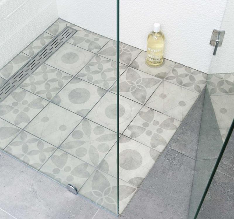 Kleine badkamer met vtwonen tegels kleine badkamers - Badkamer modellen met italiaanse douche ...