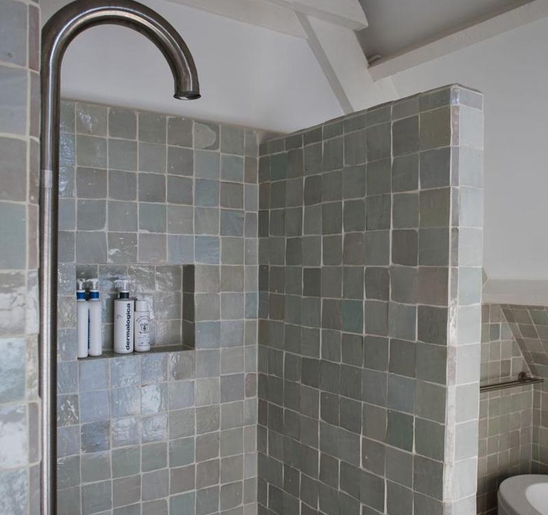 Whirlpool Bad Zelf Maken ~ Kleine badkamer met vtwonen tegels  Kleine badkamers