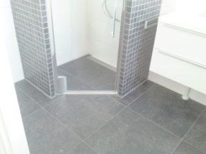 hoekoplossing kleine badkamer