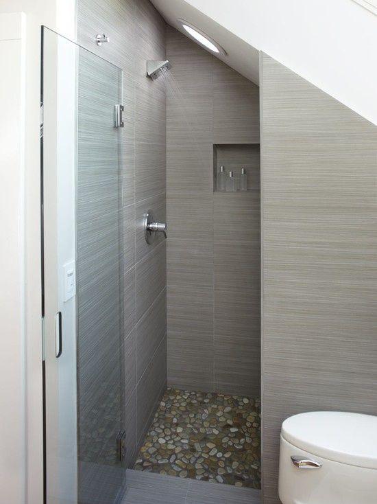 Idee douche kleine badkamer met schuin dak - Kleine badkamers