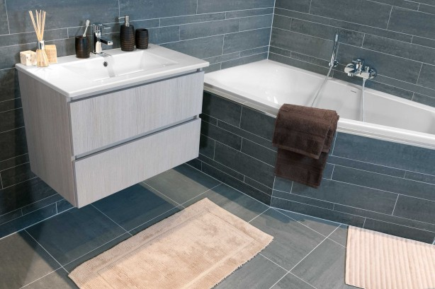 Top kleine-badkamer-schuin-bad - Kleine badkamers @XT19