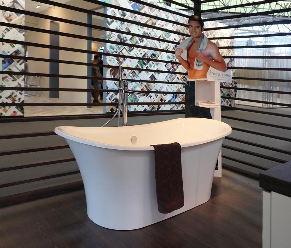 Badkamer met vrijstaand bad - Kleine badkamer zen ...