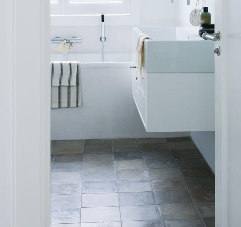 vtwonen-vloertegels-badkamer - Kleine badkamers