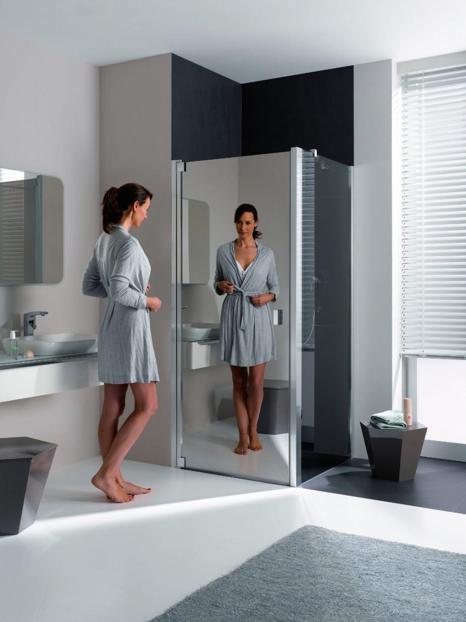 tip nieuw douchescherm met spiegelglas kleine badkamers. Black Bedroom Furniture Sets. Home Design Ideas